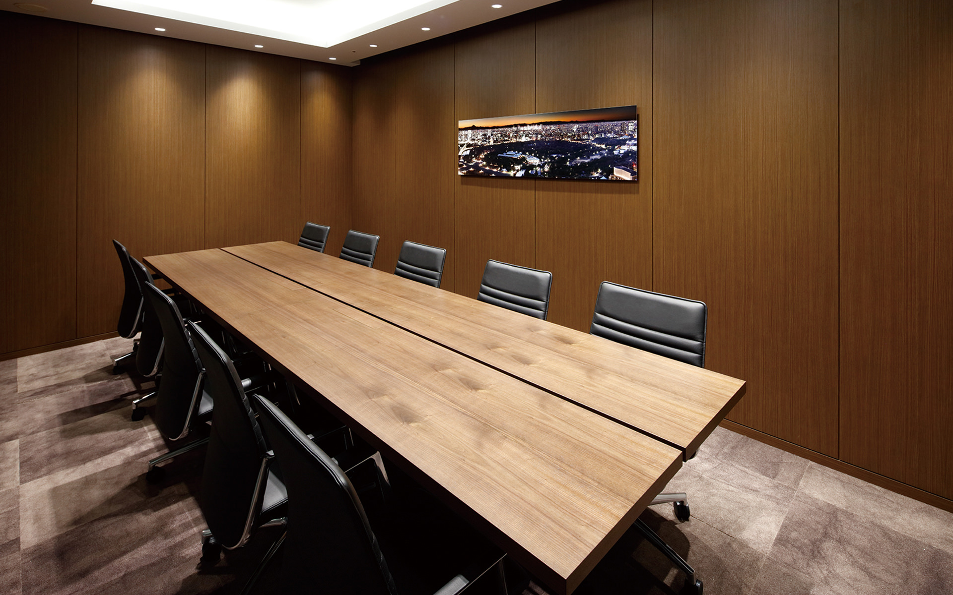 Shared meeting rooms (10 total) available only to Premier Floor tenants